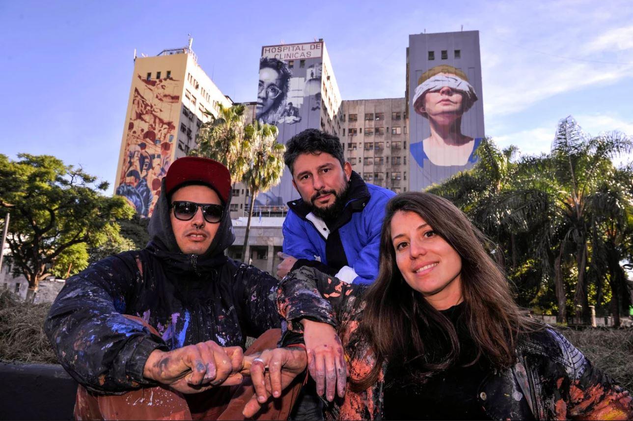 Tres artistas pintaron murales sobre el atentado a la AMIA sobre las paredes del Hospital de Clínicas. Foto: Maxi Failla